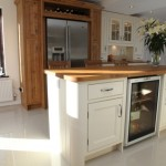 20131211095700_Island-with-wooden-surface-and-integrated-wine-cooler